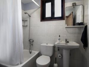Un baño de Apartamentos Finca La Cruz