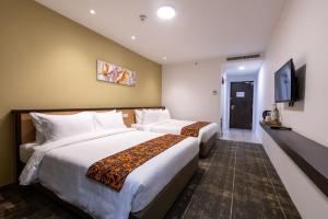 A bed or beds in a room at Hotel 7 Suria