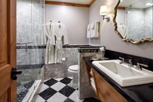 A bathroom at The Landing Resort and Spa