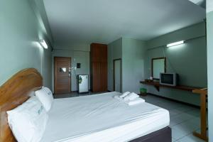 A bed or beds in a room at Best LD Hotel