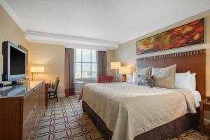 A bed or beds in a room at Omni Providence