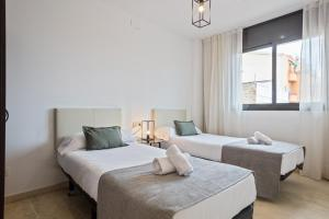 A bed or beds in a room at SLEEP Fira by STAY