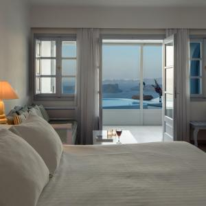 A bed or beds in a room at Maison Des Lys - Luxury Suites