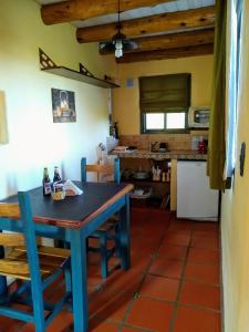 A kitchen or kitchenette at Cabañas Chacras del Arroyo Vidal