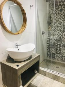 A bathroom at La Benroy