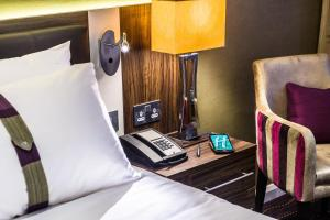 A television and/or entertainment centre at Holiday Inn London Watford Junction, an IHG Hotel
