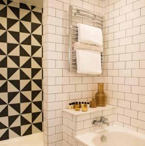 A bathroom at Judge's Lodging