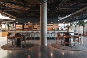 The lounge or bar area at Comfort Hotel Arlanda Airport Terminal