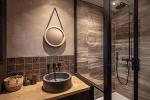 Een badkamer bij BARNEYS HOUSE
