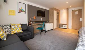 A seating area at Holiday Inn - Leicester - Wigston, an IHG Hotel