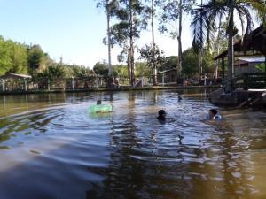 The swimming pool at or close to Sítio Carburado