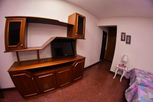 A television and/or entertainment center at Palmera Hostel CDE