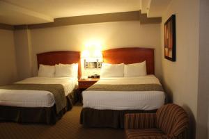 Ein Bett oder Betten in einem Zimmer der Unterkunft Ramada by Wyndham Edmonton South