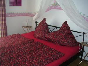 Ein Bett oder Betten in einem Zimmer der Unterkunft Natur-Aktiv-Hof Thiem
