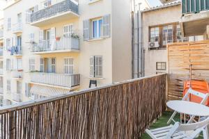 A balcony or terrace at Splendid bright apt with Balcony Old Port