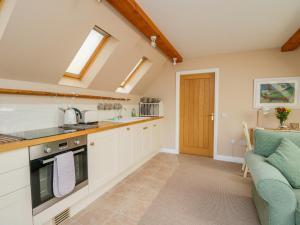 A kitchen or kitchenette at The Roofspace at Braeside