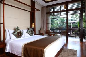 A bed or beds in a room at Sea Shell Samssara