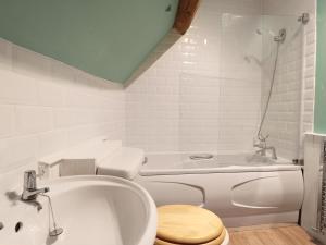 A bathroom at The Old Swan, Malmesbury