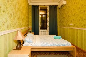Кровать или кровати в номере KvartiraSvobodna - Apartment at Kudrinskaya Ploschad