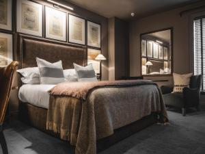A bed or beds in a room at Dakota Leeds