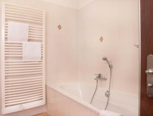 A bathroom at Hotel Alte Canzley