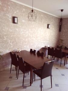 Restauracja lub miejsce do jedzenia w obiekcie Zajazd pod Jarem