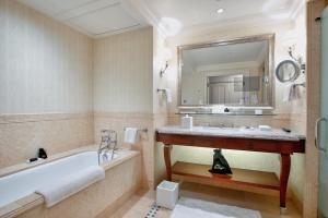 A bathroom at Four Seasons Hotel Lion Palace St. Petersburg