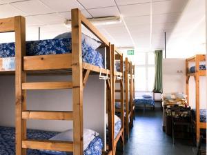 A bunk bed or bunk beds in a room at O Refuxio de la Jerezana
