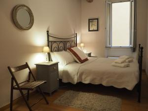 A bed or beds in a room at 2 Bedroom Apartment Old Town Centre