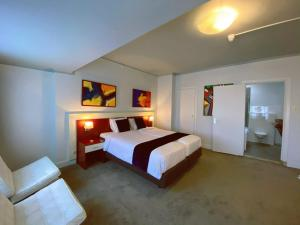 A bed or beds in a room at Apollo Hotel