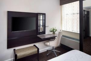 Телевизор и/или развлекательный центр в Park South Hotel, part of JdV by Hyatt