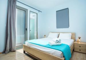 Łóżko lub łóżka w pokoju w obiekcie Rhodes Sea Villas