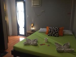 Кровать или кровати в номере Raje Residence
