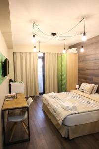 Кровать или кровати в номере Wine Hotel Chisinau