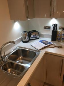 A kitchen or kitchenette at Portfolio Apartments - Welwyn Business Park