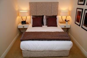 A bed or beds in a room at Portfolio Apartments - Welwyn Business Park