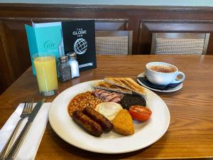Breakfast options available to guests at The Globe Inn