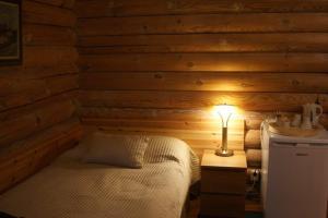 Säng eller sängar i ett rum på Herrfallet