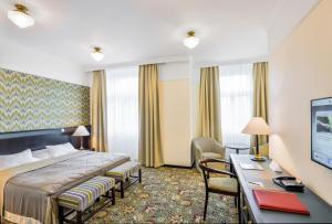 Un ou plusieurs lits dans un hébergement de l'établissement Hotel Savoy by Prague Castle - Free Garage Mo - Sun