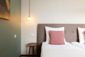 A bed or beds in a room at Strandhotel Scheveningen