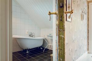 A bathroom at Haaheim Gaard
