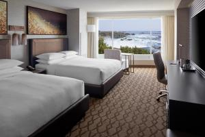 A bed or beds in a room at Niagara Falls Marriott Fallsview Hotel & Spa
