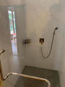 Ein Badezimmer in der Unterkunft Thiwson Beach Resort - SHA Plus