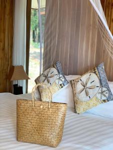 Ein Bett oder Betten in einem Zimmer der Unterkunft Thiwson Beach Resort - SHA Plus