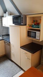 A kitchen or kitchenette at Ferienhaus im Seepark Kirchheim