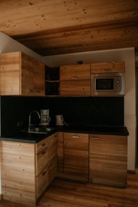 A kitchen or kitchenette at Alpen Hotel Chalet