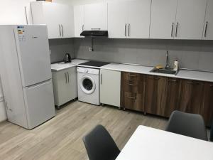A cozinha ou cozinha compacta de Superior Apartment on Nizami Street