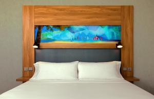 A bed or beds in a room at Aloft Palm Jumeirah