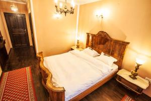 A bed or beds in a room at Hotel Evmolpia