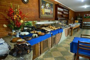 Um restaurante ou outro lugar para comer em Hotel Porto dos Milagres